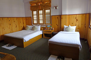superior room honey pine kalaw