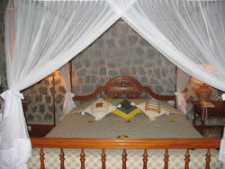 mozzi bed mont popa resort