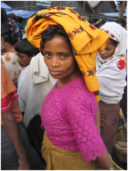 photo of a woman at sittwe market in Myanmar