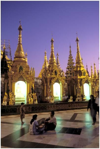 Photo coucher de soleil sur la pagode shwedagon yangon - A quelle heure se couche le soleil ce soir ...